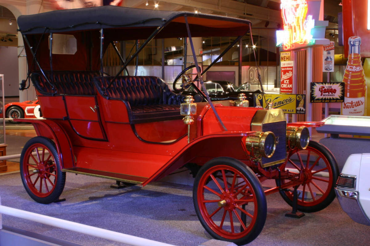 Henry Ford Museum. A 1909 Ford automobile. Photo from the museum web